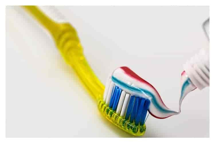 Ağız çalkalama suyu nerelerde kullanılır. diş fırçası temizleme