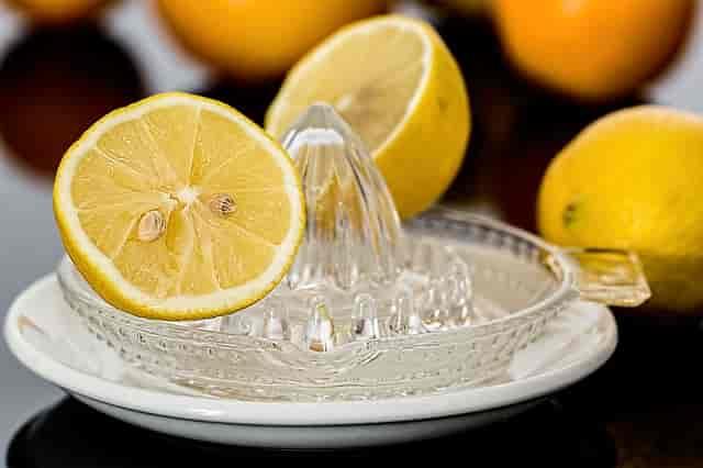 Karaciğeri yenilemek için limon suyu