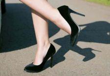 Topuklu ayakkabıyla yürümek
